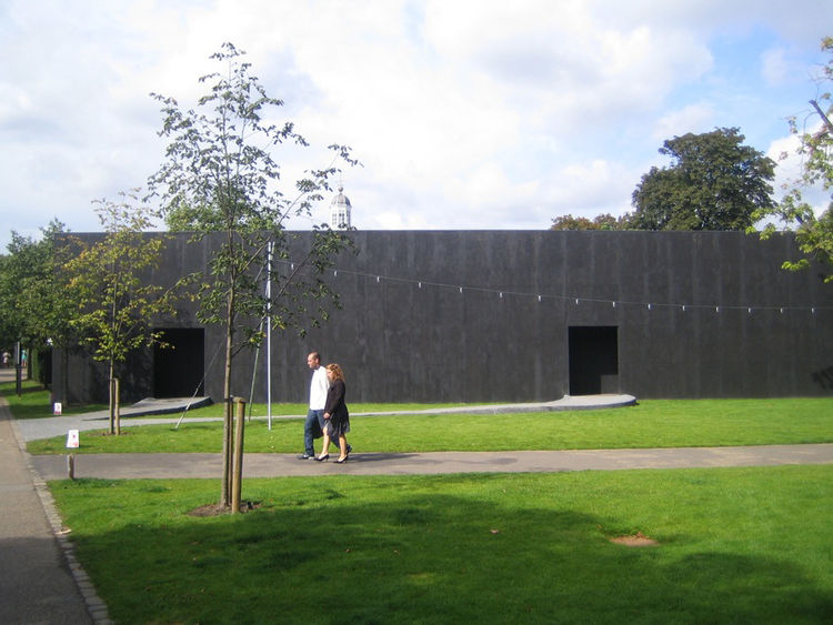 "Swiss architect Peter Zumthor was tapped this year to design the <a href=""http://www.serpentinegallery.org/architecture/"">Serpentine Pavilion</a>, a small structure just next to the Serpentine Gallery in Hyde Park. From the exterior I didn't know what to"