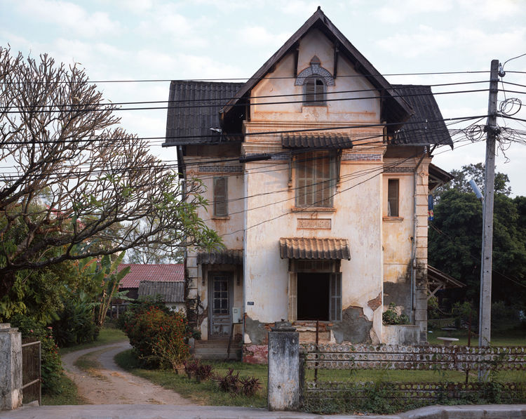 One of the things that struck me most when we first arrived in Vientiane was how so many of the old colonial houses were in such sad shape—it was like no one could care less. Slowly, I noticed that most were actually inhabited by families (Lao)—and often,