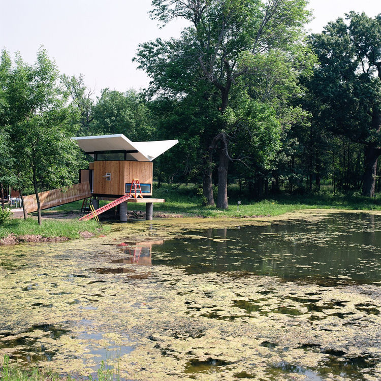 The hut, which was completed in 2010, measures in at just 97 square feet and sits along the north edge of a pond. Photo by Phillip Kalantzis-Cope.