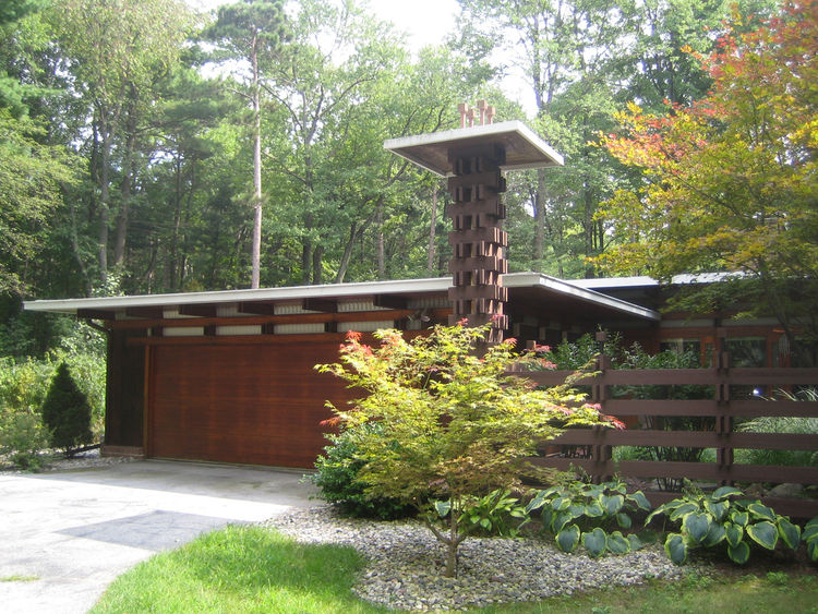 Dow designed this house in 1963 as a kind of test house for various Dow Chemical products. His daughter Barbara and her husband Peter Carras.