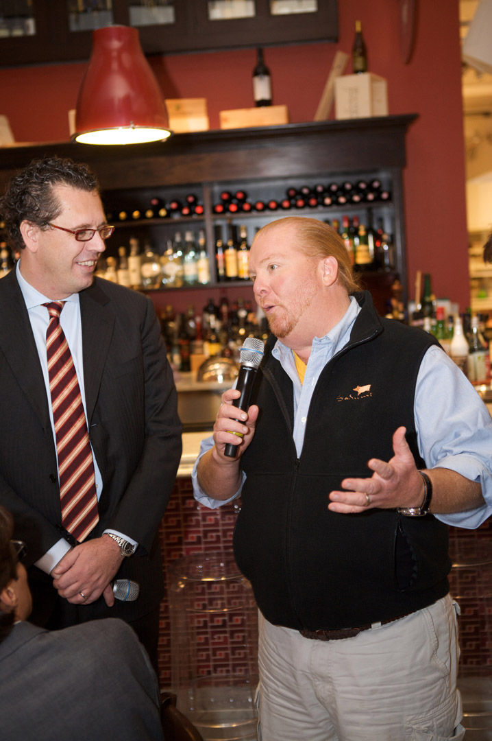 Mario Batali of Manzo poked his head out to say hello and to wish us a wonderful lunch. The food was excellent, I must say. Especially the beef carpaccio with apples.
