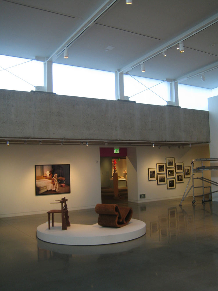 Another of Cavagnero's additions to the museum was 4800 square feet of gallery space. There used to be a handful of hard-to-access outdoor sculpture galleries that have been brought inside now. See how Roche's concrete wall in the new gallery space on the