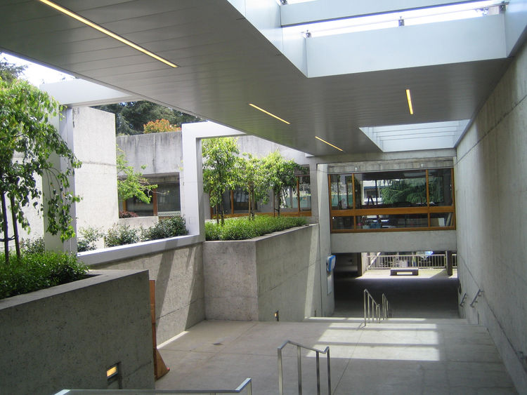 Cavagnero chose stainless steel for the canopies because it was an easy fit with the concrete, both in terms of color, and in the fact that it feels more like a compliment than competition to the structure. Both still allow the landscape to take precedenc