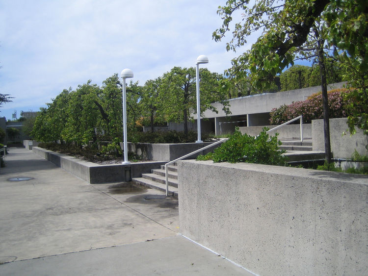 This view of the gardens gives a better sense of the kind of view and circulation corridors architect Kevin Roche sought to create. The sheer mass of the all the concrete reminded me very much of Louis Kahn's Salk Center in San Diego, though the foliage w