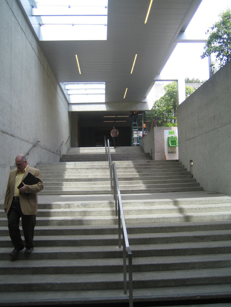 Executive Director Lori Fogarty told me that one of the major elements of the renovation by Mark Cavagnero was to improve circulation through the museum. In addition to more signage and circulatory direction, Cavagnero also added stainless steel canopies