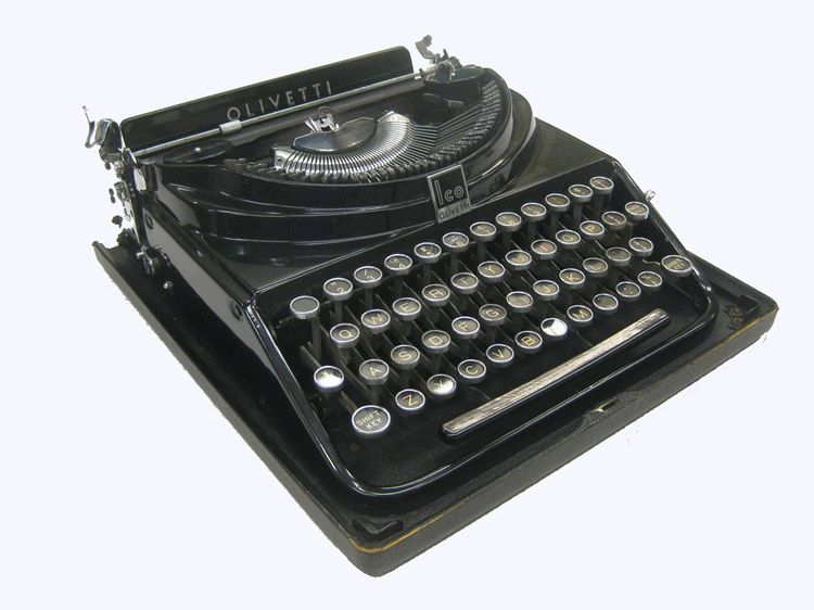 MP1 typewriter designed in 1932 by Aldo Magnelli for Olivetti.