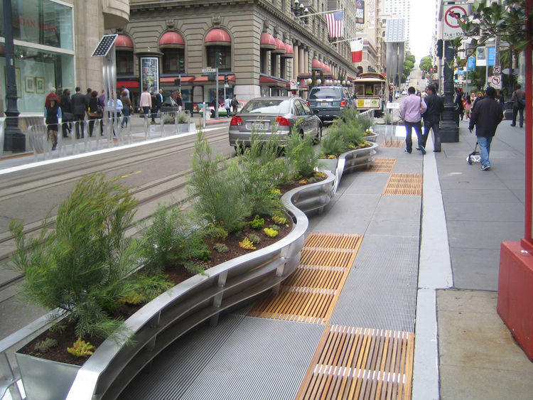 There are eight parklet sections over the two blocks of Powell St. just north of the famous cable car turnaround. The street is a popular shopping district just south of Union Square that is routinely mobbed by locals and tourists alike. Undoubtedly the w