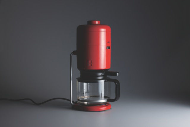Though Rams designed scores of objects for Braun, he was equally influential as the director of design. The KF 20 Aromaster coffee machine from 1972 was designed by Florian Seiffert but bears the Braun style.