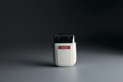 The 300 special DL 3 is a pre-Rams design. The electric shaver would become an object Braun would return to over and over throughout the course of Rams' career. This one is by Artur Braun and Bodo Futterer from 1955.