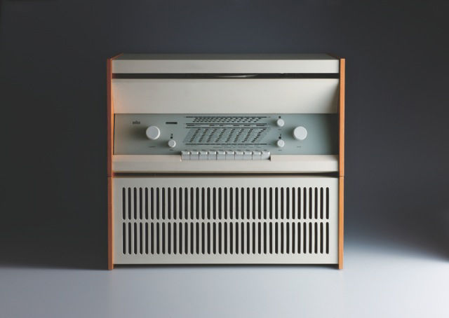 The Atelier 1 radio from 1957 still used a bit of wood but was moving toward a more technical aesthetic. Rams also designed a record player as part of the series.
