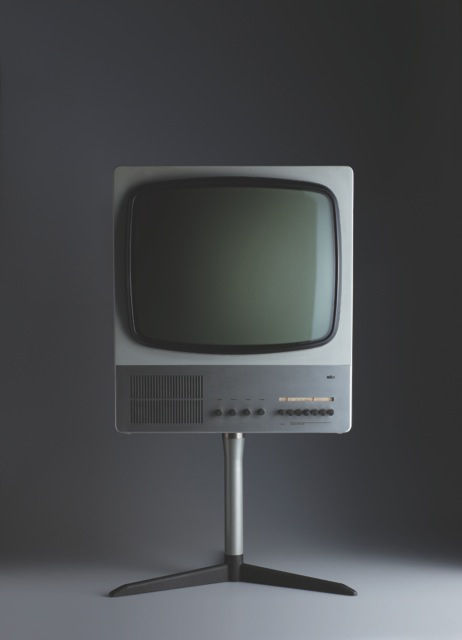 The FS80 television set is Rams' design from 1964; a metal frame holds up the plastic housing of the screen.