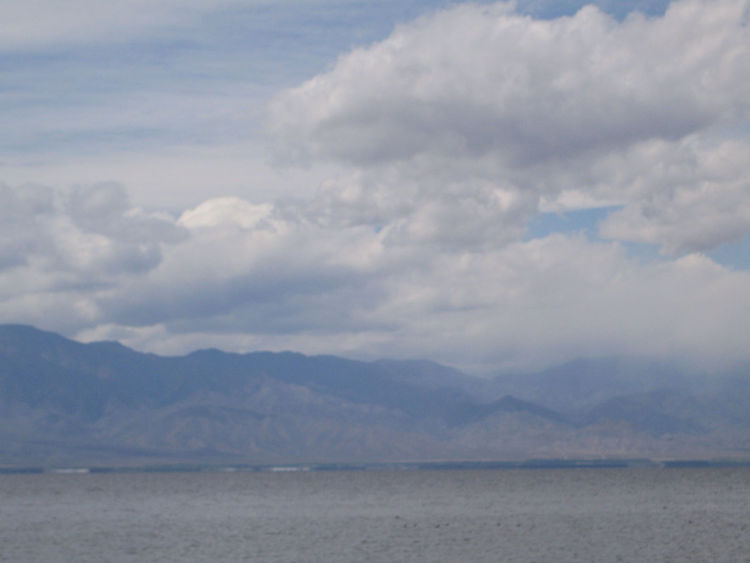 It was a pretty hazy day on the Salton Sea when we visited. But the immense flatness of the lake and the mountains in the background still made for some pretty epic landscape viewing. I will confess that the place looks better than it smells. The lake has