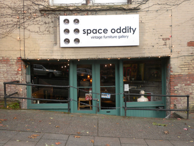 "I was hoping to pop into <a href=""http://www.yelp.com/biz/space-oddity-vintage-furniture-seattle"">Space Oddity</a>, a vintage furniture shop, but unfortunately the store is closed on Mondays."