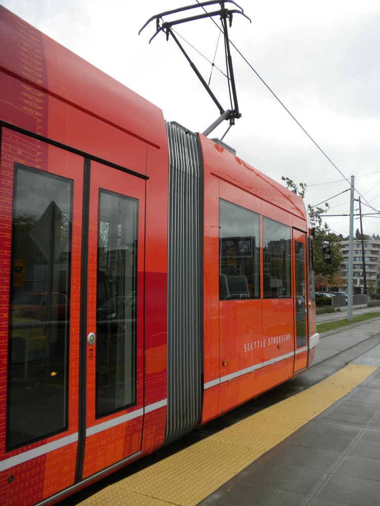 "Later in the day, I hopped the <a href=""http://www.seattlestreetcar.org/"">streetcar</a> to the new Lake Union Park, as recommended by one of <a href=""http://twitter.com/dwell"">@dwell</a>'s Twitter followers. The relatively new line takes but 10 minutes to"