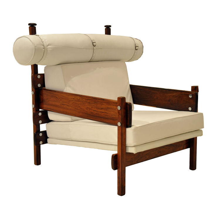 "The Tonico da Oca chair was designed in the 1960s out of jacaranda and leather, with a suspended and harnessed bolster.  Photo courtesy <a href=""www.espasso.com"">Espasso</a>."