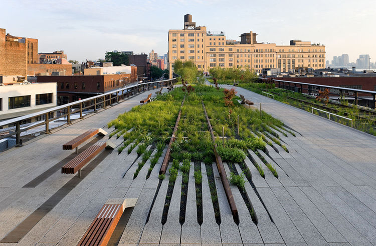 In addition to collaboration on the High Line (shown here), Corner has worked on projects in Las Vegas, Staten Island, Philadelphia, Memphis, and more. Photo by Iwan Baan.