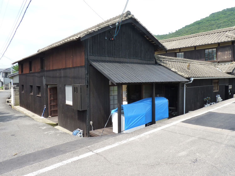 This house was originally in ruins, and was reconstructed for this project. It houses a restaurant/teahouse on the ground floor, and guestrooms with traditional tatami mat floors on the second floor.
