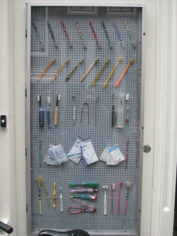 """It's clean teeth or bust at <a href=""""http://www.dewittetandenwinkel.nl/"""">de Witte TandenWinkel</a>, a shop dedicated to oral care. This display at the front door shows they mean brushing business."""