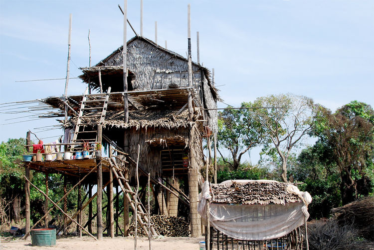 The name, Kompong Phluk, means 'harbor of the tusks' in Khmer.  It is primarily a fishing village, with most of its residents engaging in shrimp harvesting.