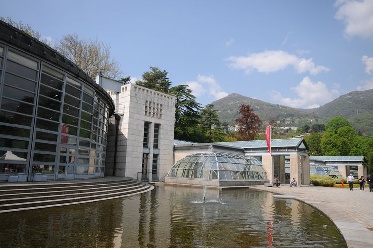 The Plenary Room dome and Cernobbio wing with reflecting pool. This large lakeside park, known for the abundance of century-old trees and collections of azaleas and hydrangeas, forms an integral part of the exhibition space.