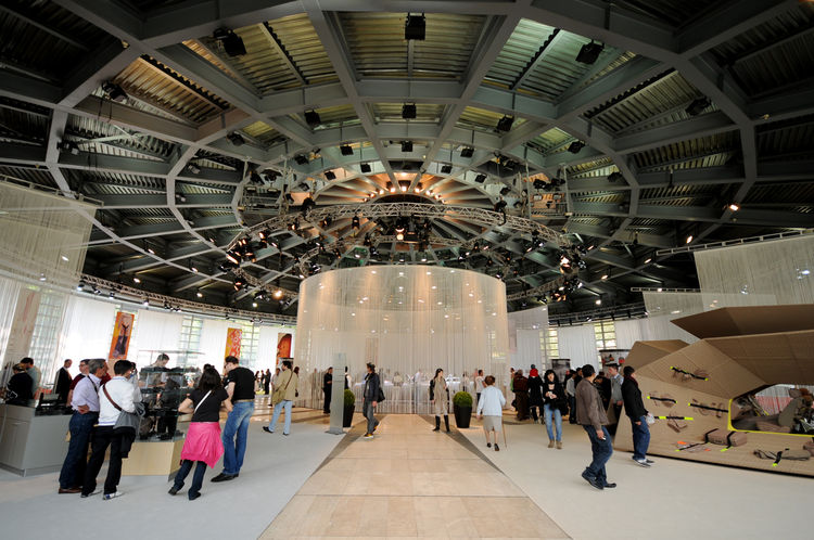 The glass-steel-and-cement dome, or Plenary Room, was minimally dressed for BMW's exhibition. The space blends perfectly with the main Villa and revolves around the central pavilion.