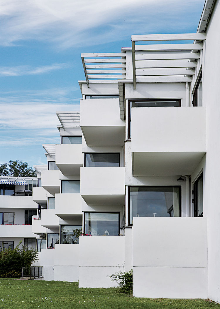 Bellavista, Arne Jacoben's 1931–34 functionalist housing complex at the beachside suburb of Klampenborg.