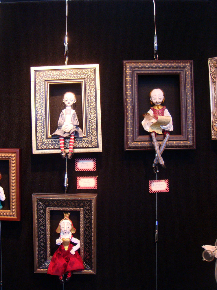 """This display porcelain dolls by <a href=""""http://www.friedericydolls.com/"""">Friedericy Dolls</a> reminded me of a Tim Burton."""