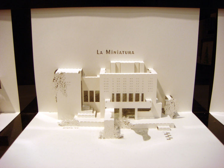 """Artist Joyce Aysta showed a series of pop-up """"Origami Architecture"""" cards featuring architectural landmarks and famous homes, like Frank Lloyd Wright's La Miniatura House. In 2009, Aysta co-authored a <i>The Paper Architect</i>, which details how you can"""