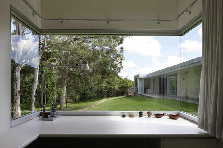 This window box frames the park adjacent to the home and provides a display area for the family's objects. The Dillons requested that each room have large windows for practical and aesthetic reasons: to capture as much natural light as possible and provid
