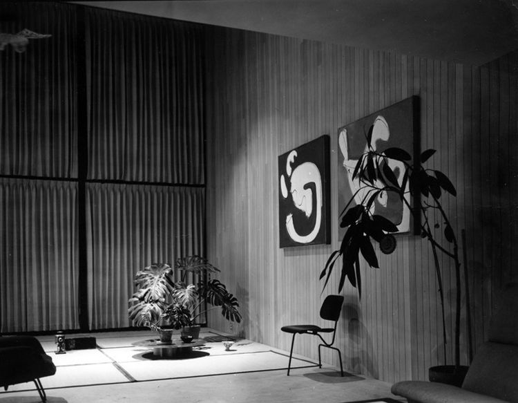 The living room in early 1950, with a circa 1944 three-legged molded-plywood side chair (the couple made one with two legs in the front and one in back, and vice versa). Early on, the pair often laid down Japanese goza mats on the concrete floor, before t