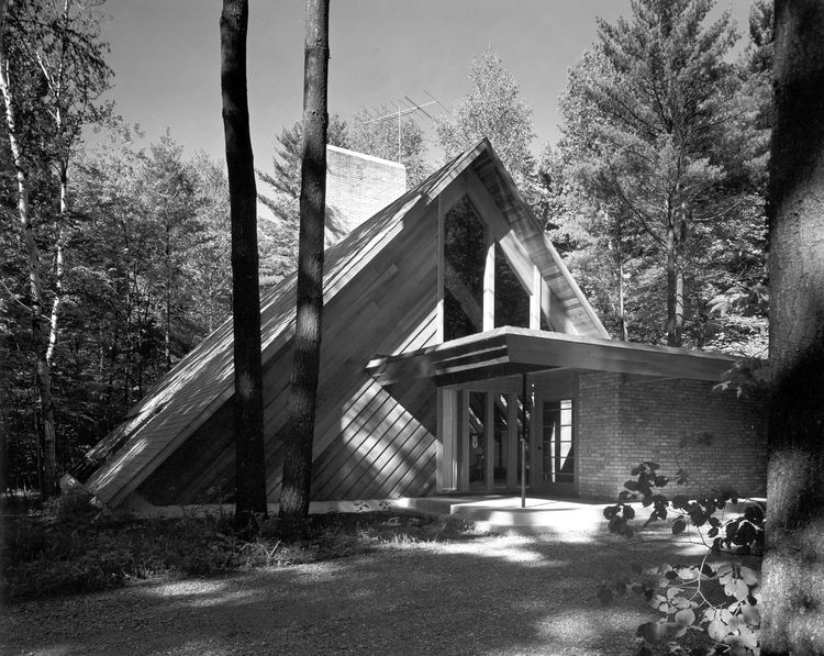 The facade of the Ashmun residence designed by Alden B. Dow.