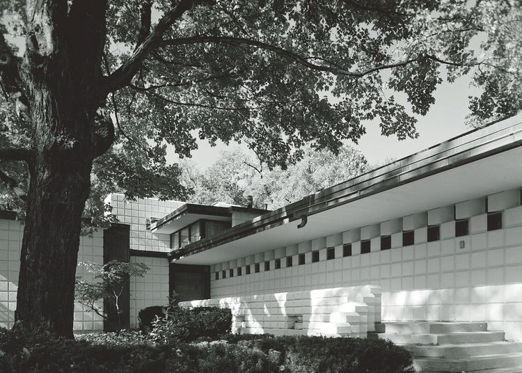 An exterior view of the entrance to the James Pardee house designed by Alden B. Dow.