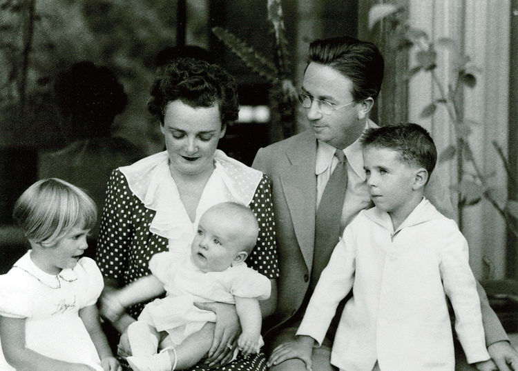 A portrait of Alden B. Dow, his wife Vada and three children.