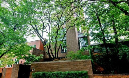 Seen in The Fugitive (1993), this Chicago-Lincoln Park home features four stories of pure luxury. Featuring 5 bedrooms (3 of which are master bedroom suites with fireplaces, saunas and elevators), an attached 3-car garage, a roof deck and indoor pool, it