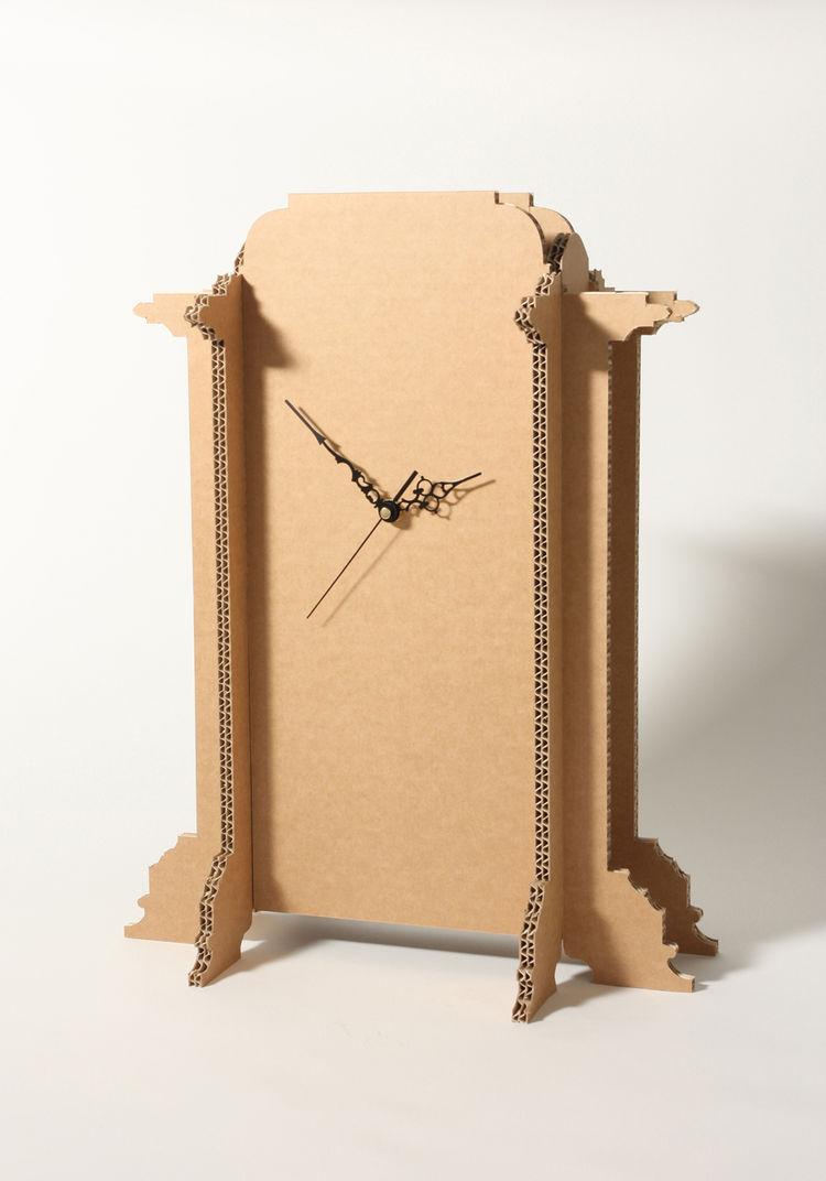 The corrugated-cardboard Mantle clock, manufactured by Dovetusai.