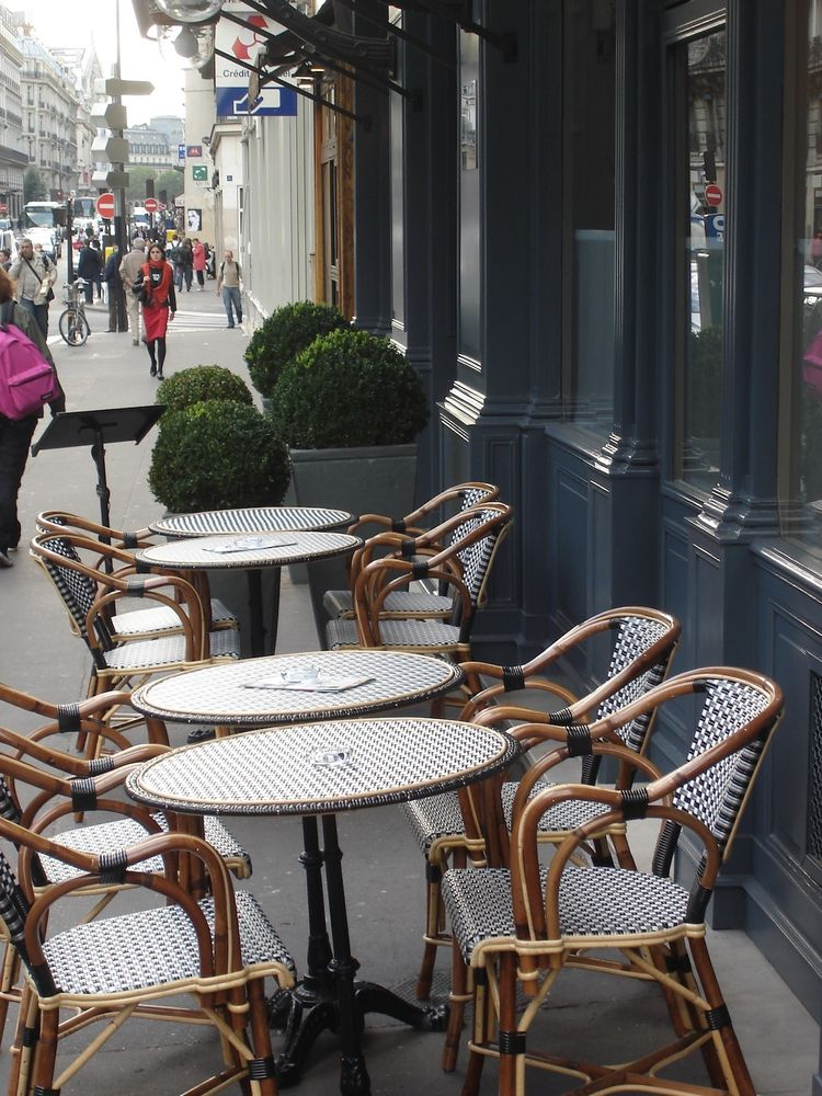 Rue La Fayette is a quintessentially charming Parisian street, with great cafes and shops nearby. Among my favorite discoveries was the no-frills noodle shop Les Pâtes Vivantes at 46 rue du Faubourg Montmartre, where the noodles are handmade, perfectly ch