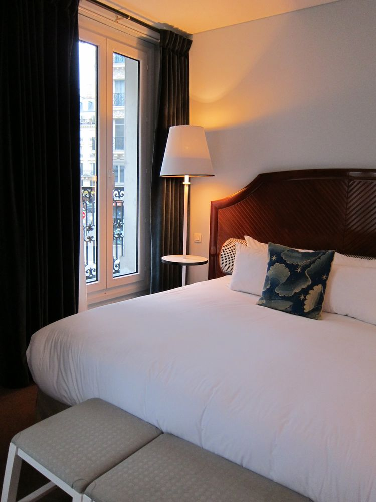 OK, back to the hotel. This was my room, a spacious Deluxe. One of my favorite features in the room were the double-glazed OPERABLE windows... so they shut out street noise at bedtime, but could be swung open to let in sounds, scents, and breezes from out