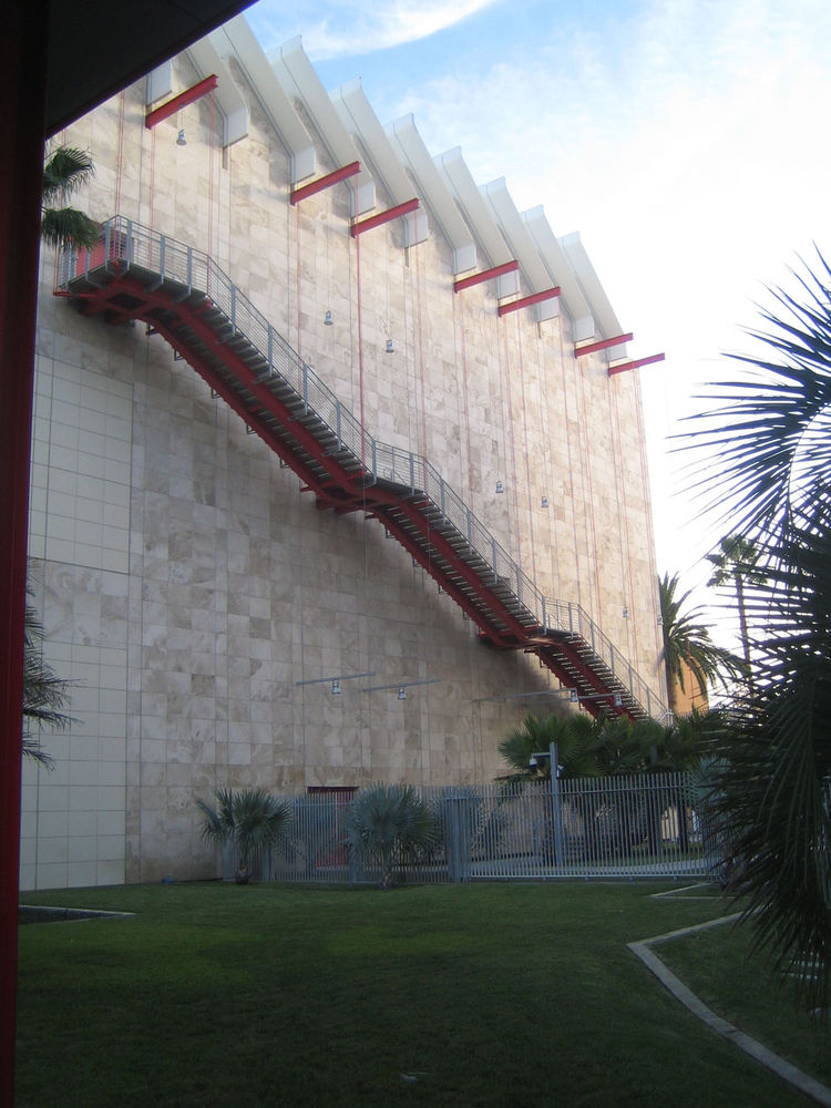Piano's first foray into design at LACMA was the Broad Museum of Contemporary Art, which opened in 2008. The same sail effect on the roof is in evidence, but this building, just across a small path, is vertical where the Resnick lies lower to the ground.