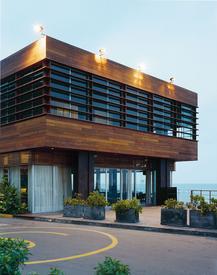 Puig has designed, among other things, Restaurante Cala, which looks out onto the sea.