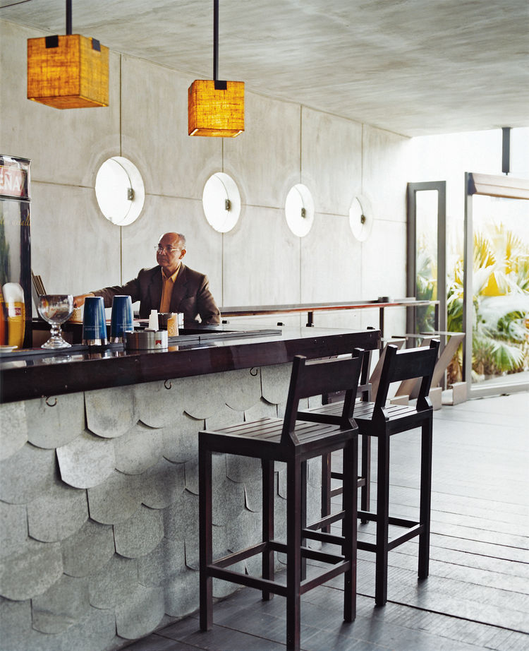From outdoors to in, Restaurante La Mar specializes in seafood, particularly the Peruvian classic, ceviche.
