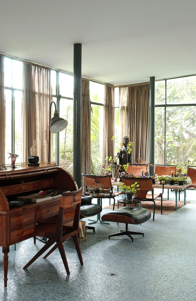 """The living area of the Glass House held many of Bo Bardi's furniture designs, including the desk chair and dining chairs. Both shared the similar elements of corsetlike back stitching, a motif still replicated today. Photo courtesy <a href=""""http://espasso"""