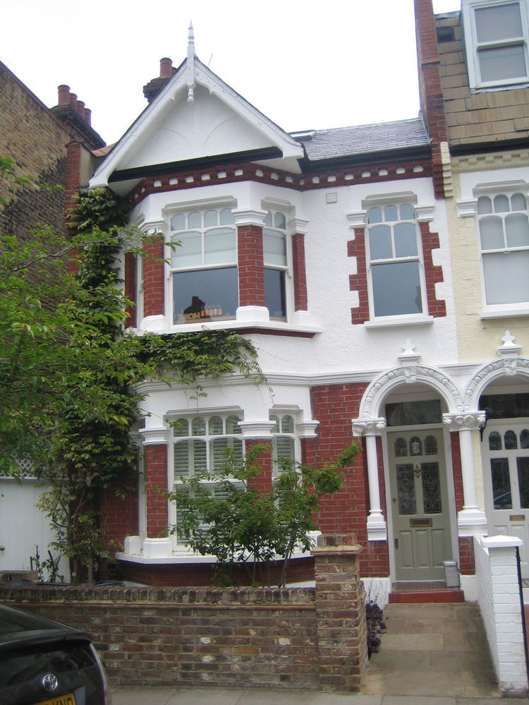 Here's the exterior of the house I went to go visit while in London. It looks rather like a Fulham terrace house from the early 1900s, which is what it is, but the renovation from the rear is quite impressive. Keep your eyes on the magazine for more on th