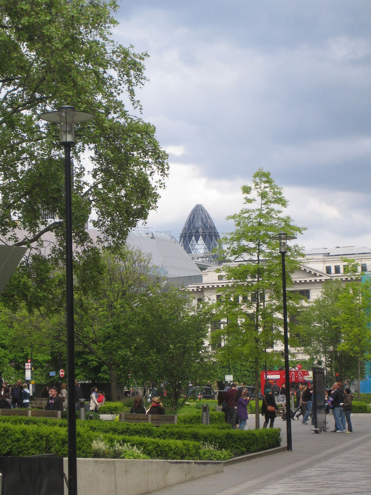 Here's the famed Gherkin! Rather cool, that.