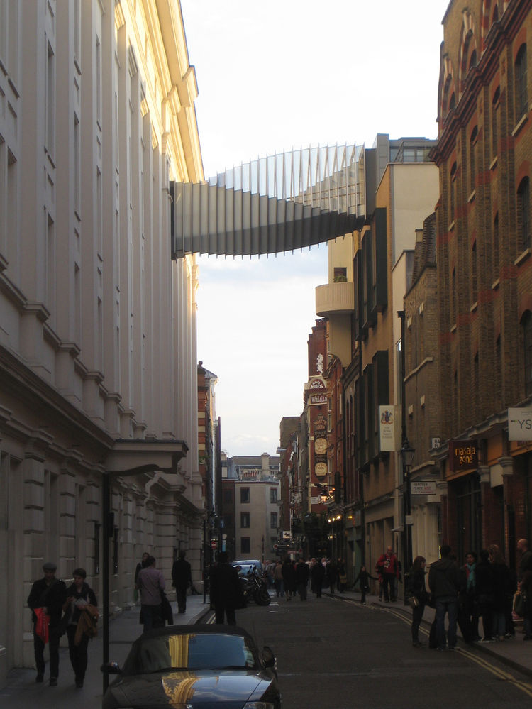 As part of our walk we happened past the Bridge of Aspiration, a skybridge in Covent Garden that connects the Royal Ballet School to the Royal Opera House. The accordion design rests above Floral Street and was designed by Wilkinson Eyre Architects.