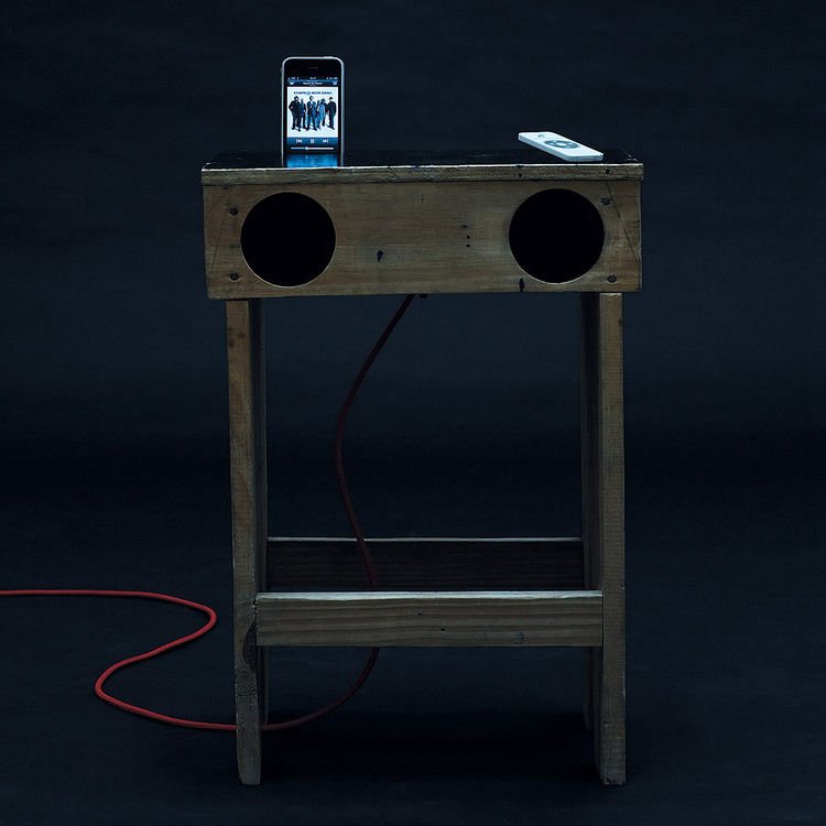 The Radiola Table comes replete with that most modern of convenience: an iPod dock.