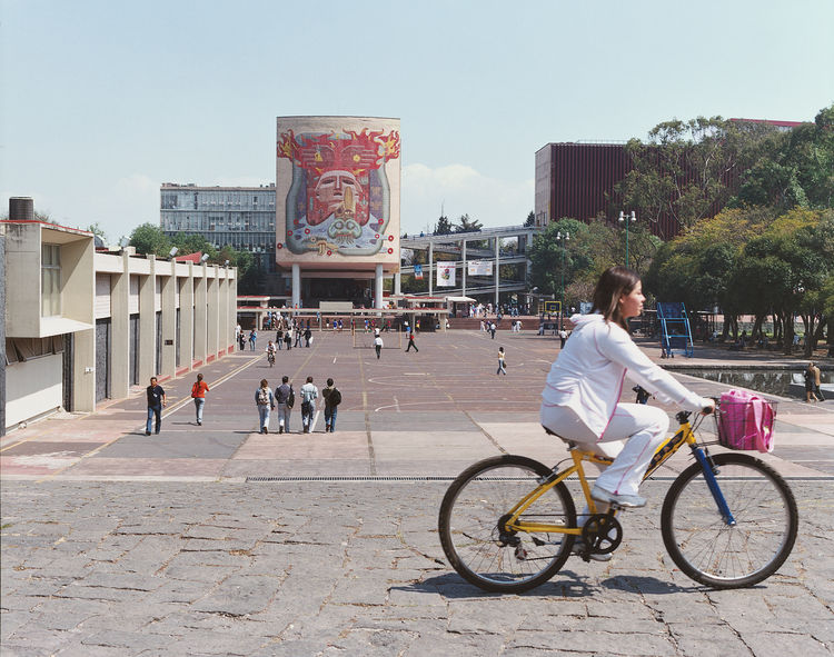 Modernism, Mexican-style, is on view at UNAM's school of medicine. Francisco Eppens designed the elaborate mural on the Facultad de Medicina building's façade.