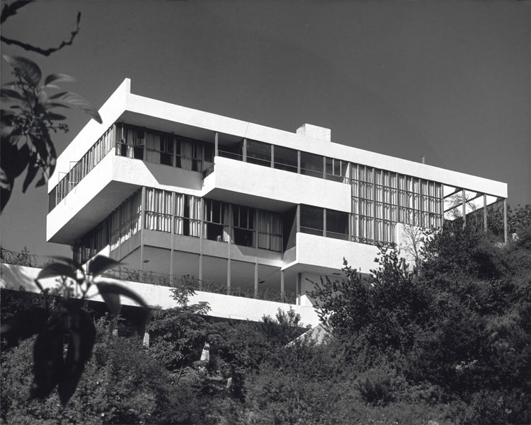 The owners of the 1929 Lovell Health house agreed to a rare tour of their home as part of the 85th anniversary celebration.<br /><br />Photo by Julius Shulman, courtesy Getty Institute.<br /><br /><p><em><strong>Don't miss a word of Dwell! Download our </