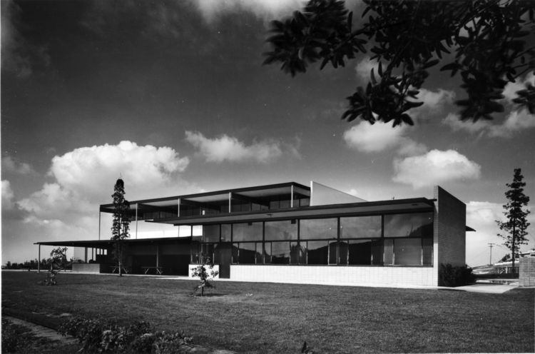 The original Eagle Rock Recreation Center, as the Neutras intended it to appear.<br /><br />Photo by Julius Shulman, courtesy Getty Institute/Dion Neutra.