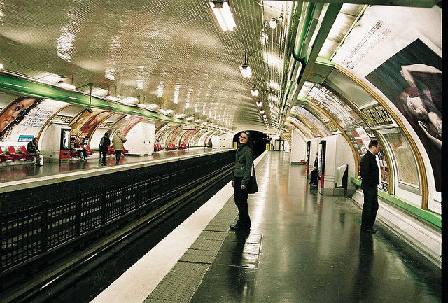 Most stations have column-free vaulting with elliptical shaped walls, about 46 feet wide across the tracks and 19 feet high. The walls are lined with white bevelled tiles to reflect ambient light, and enameled nameplates up to six to eight meters long, em