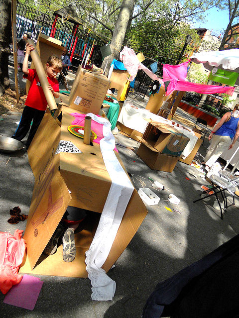 """A natural addition to the idea of pop-up stores, parks, and restaurants is the pop-up playscape. It lets kids do what they love: make their own spaces for play!<br /><br />Image via <a href=""""http://popupadventureplay.org/"""">popupadventureplay.org</a>.<br /"""